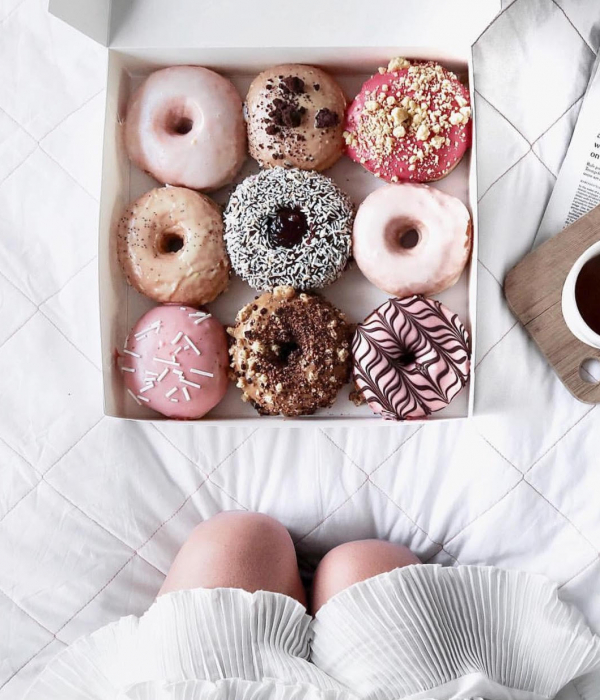 """What Resisting A Box of Donuts Is Really Like For A """"Skinny"""" Girl"""
