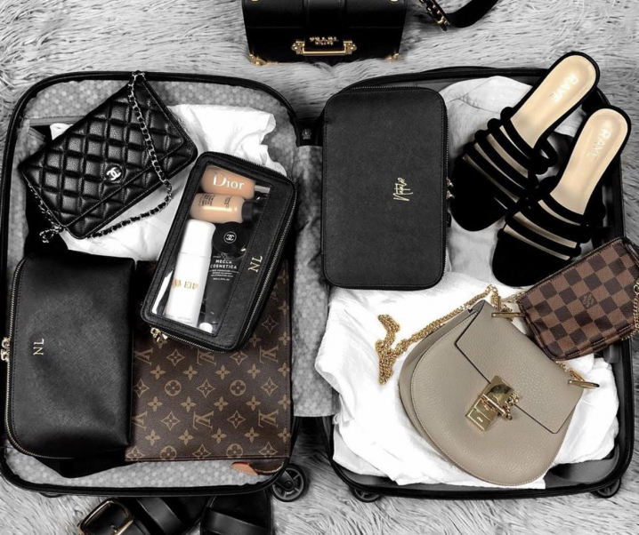 What's In My Bag: Travel Edition